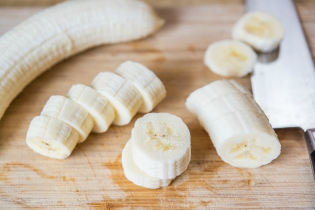 Жареные бананы в карамели - фото шаг 2