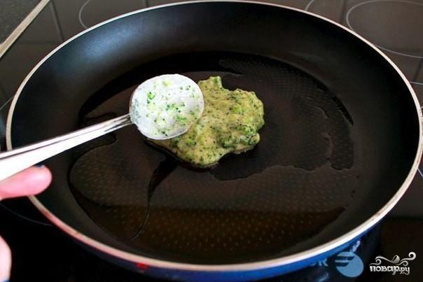 Оладьи из брокколи с сыром - фото шаг 3