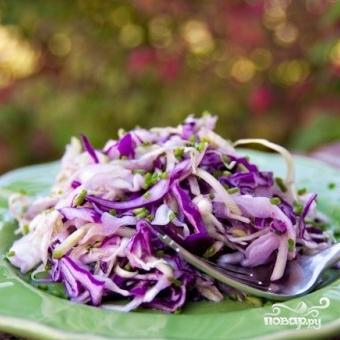 Салат из двух видов капусты и огурцов - фото шаг 7