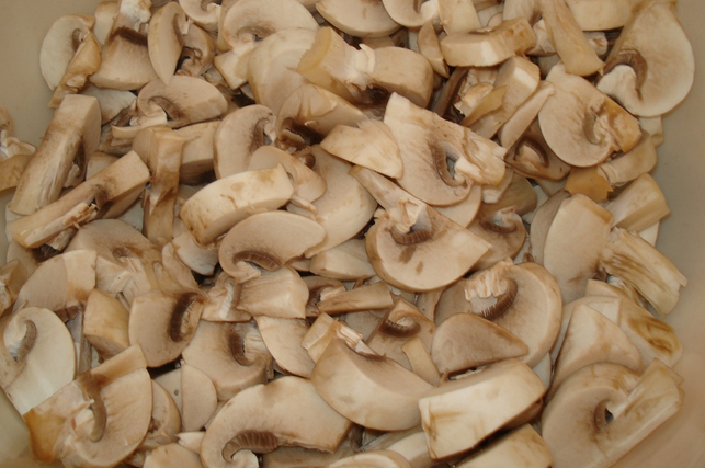 Кабачки с курицей и грибами - фото шаг 3