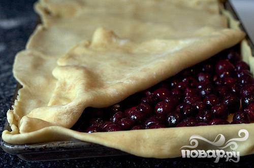 Пирог из слоёного теста с вишней рецепт с фото
