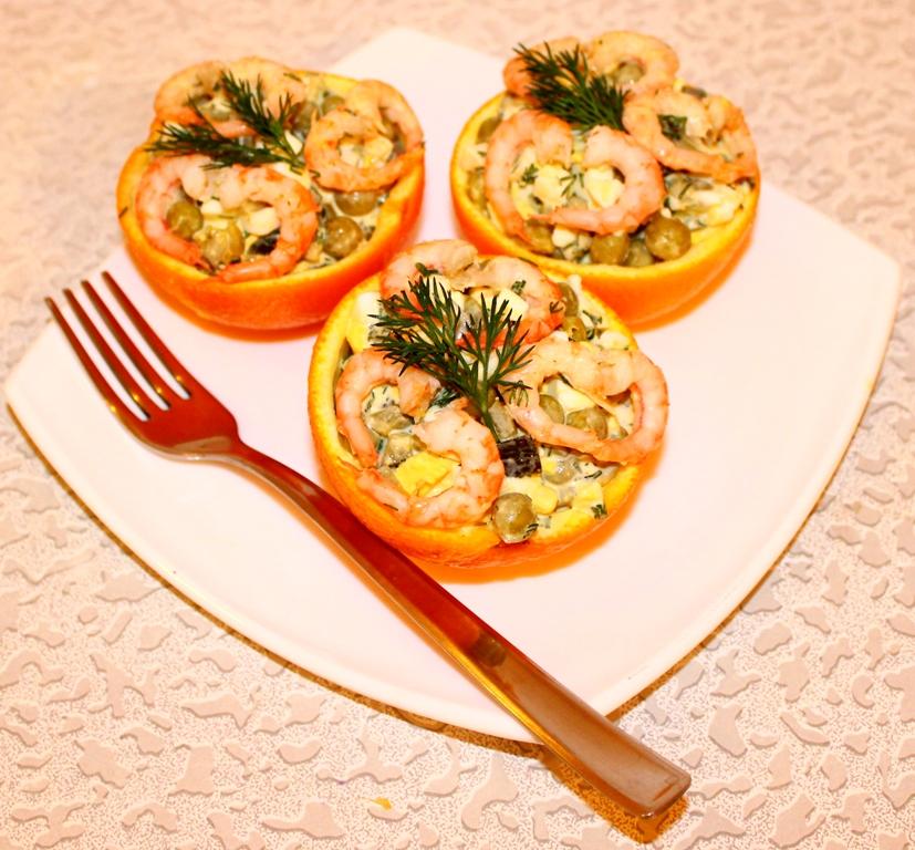 Салат из креветок в апельсиновых чашечках. - фото шаг 4