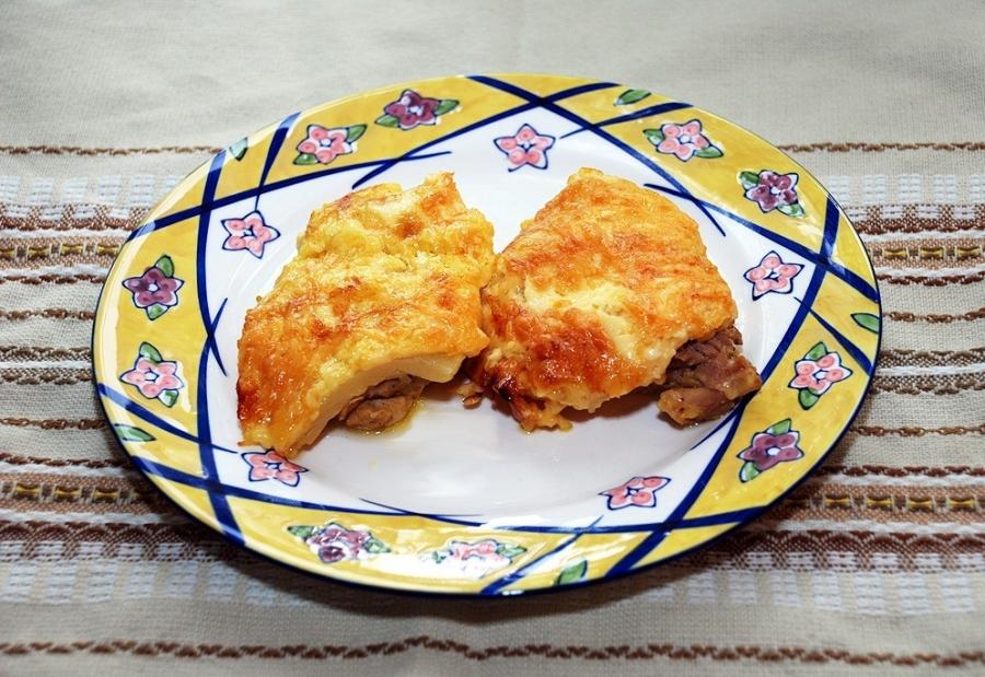 рецепт мясо с ананасами и помидорами в духовке