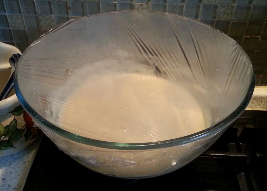 Пирожки с творогом и изюмом из дрожжевого теста - фото шаг 2