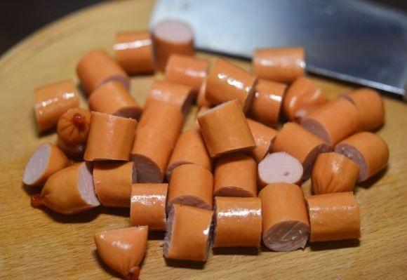Подлива к макаронам из сосисок - фото шаг 2