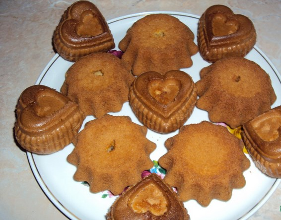 Бисквитные кексики в формочках - фото шаг 5