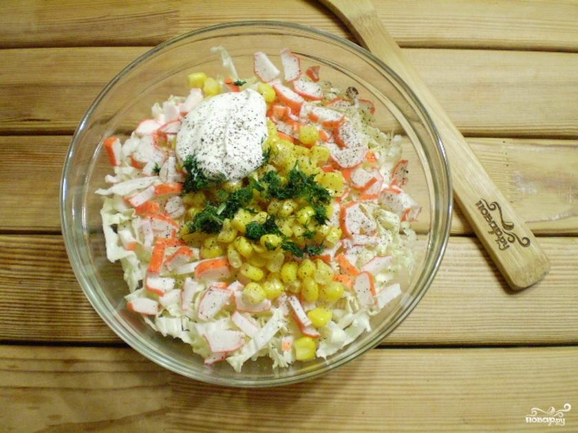 салат с грибами с крабовыми палочками и кукурузой