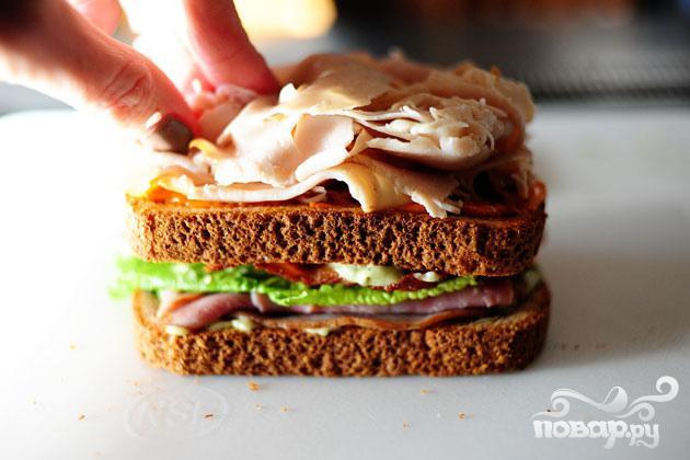 Сэндвич с беконом, ветчиной и индейкой - фото шаг 5
