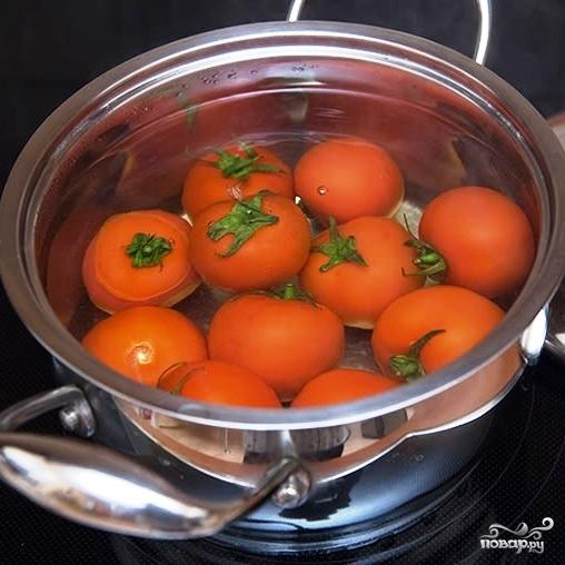 Томатный суп с куриными фрикадельками в горшочке из хлеба - фото шаг 6