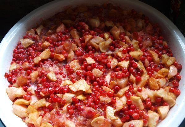 Варенье из яблок с брусникой - фото шаг 3
