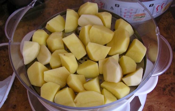 Рецепт Картошка с курицей в пароварке