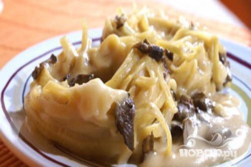 Макароны-гнезда с грибным соусом
