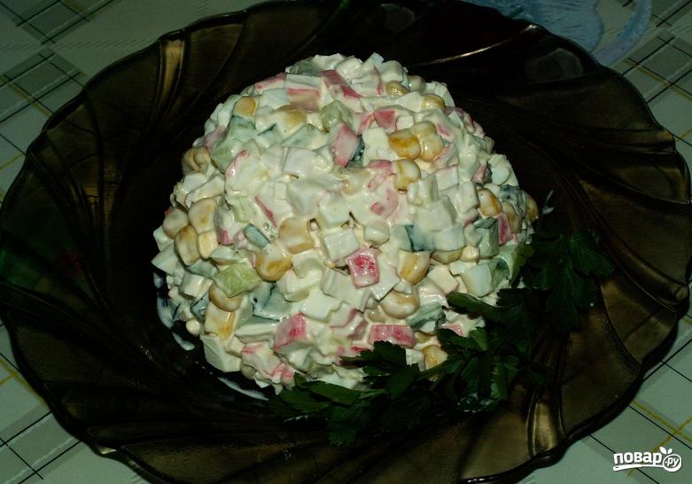 Салат с кукурузой и огурцом - фото шаг 7