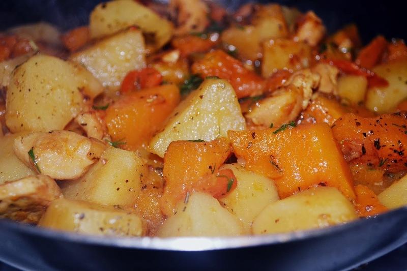 овощное рагу с капустой в мультиварке с курицей
