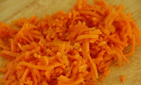 Салат с корейской морковкой и ветчиной - фото шаг 3