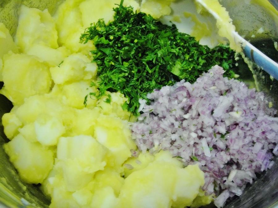 Картофельный салат с луком - фото шаг 3