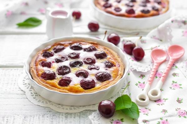 Рецепт Пирог с вишней и сметанной заливкой