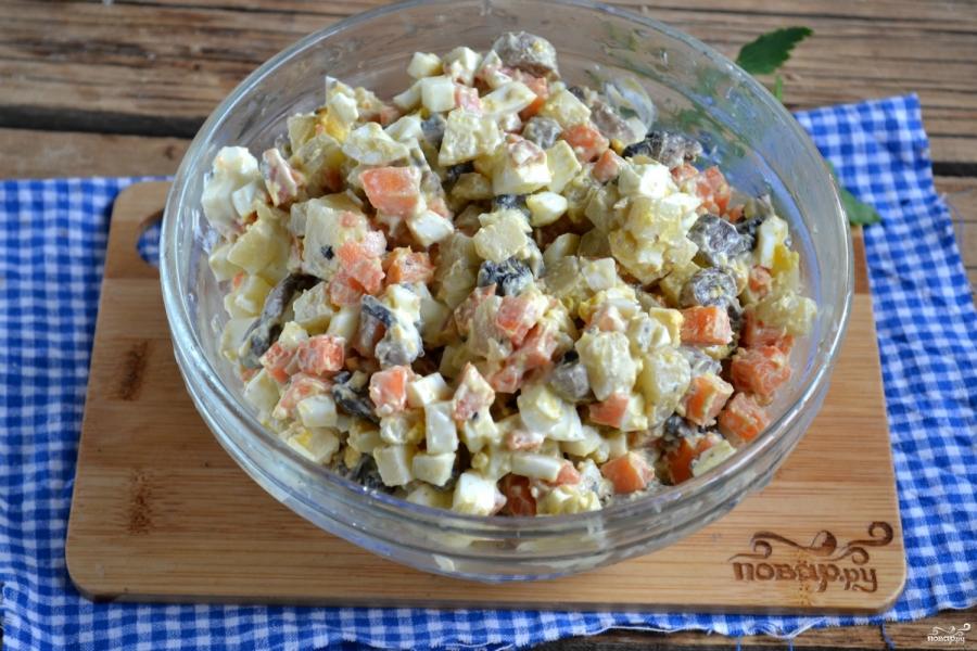 Вегетарианский салат с шампиньонами - фото шаг 7