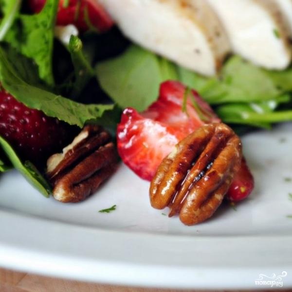 Клубничный салат со шпинатом - фото шаг 10