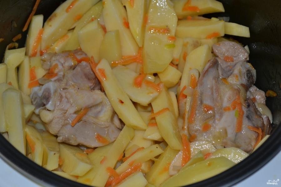 Тушеная утка с картошкой - фото шаг 6