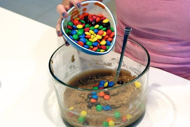 Печенье с конфетами MM's - фото шаг 6