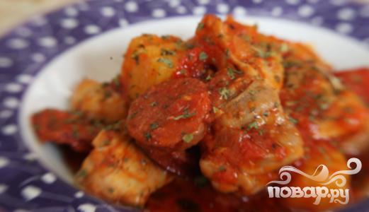Курица с картофелем и тушеной колбасой - фото шаг 8