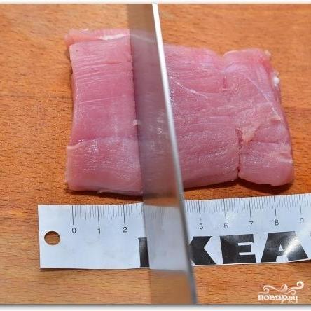Свиные медальоны с черносливом - фото шаг 2