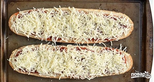 Пицца на батоне в духовке - фото шаг 3