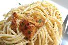Спагетти с чесноком и петрушкой
