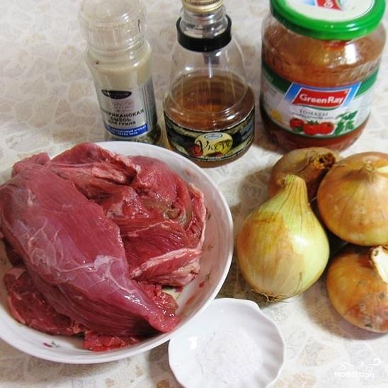 Рецепт Тушеное мясо в помидорно-луковой подливке
