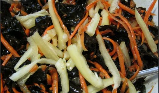 Салат из древесных грибов - фото шаг 3