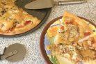 Пицца с капустой, яблоками и помидорами