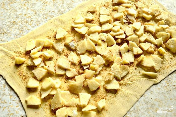 Рулет с яблоками из слоеного теста пошаговый рецепт с 145