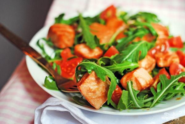 Рецепт Салат с рыбой и помидорами