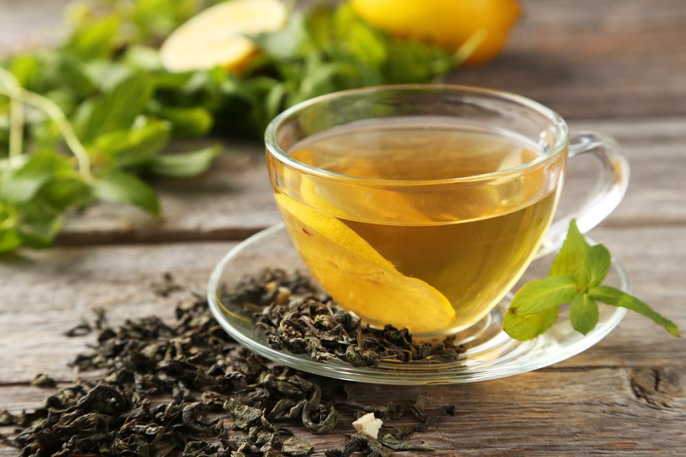 Чтобы похудеть, пейте зеленый чай вместо кофе.