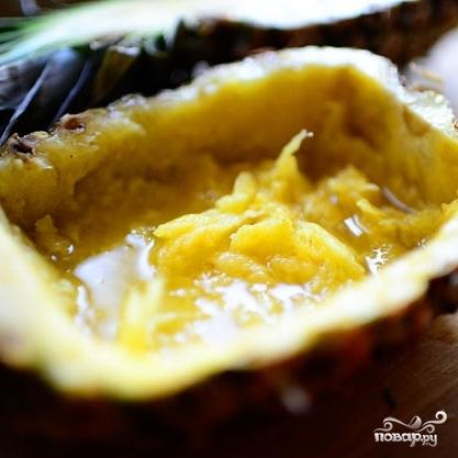 Ананасовые лодочки с фруктами - фото шаг 3