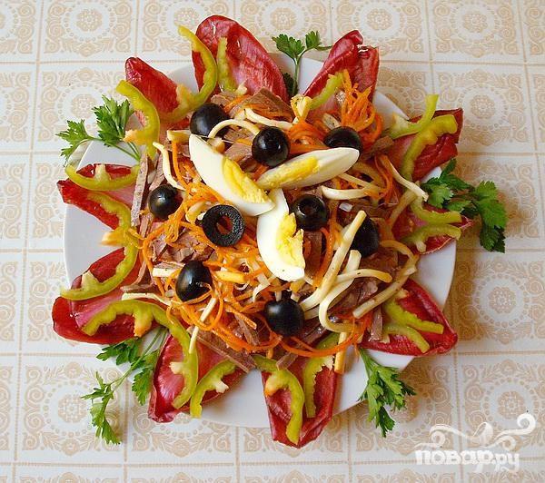 Салат из сердца с копченым сыром и цикорием