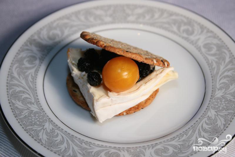 Сырный крекер с черникой и помидором - фото шаг 5