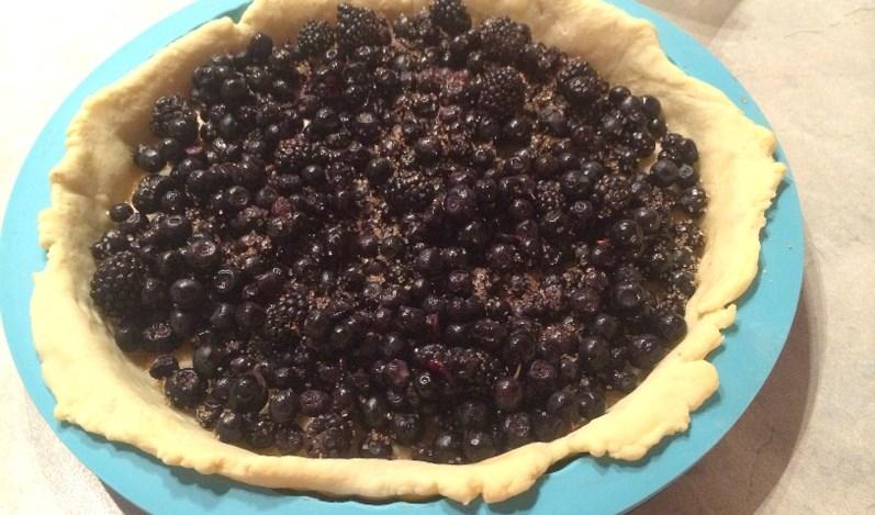 Черничный пирог со сметанной заливкой - фото шаг 3