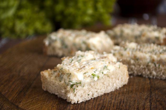 Бутерброды с копченым кальмаром - фото шаг 3