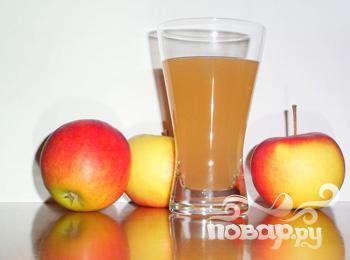 Витаминный напиток из чернослива и яблок - фото шаг 1