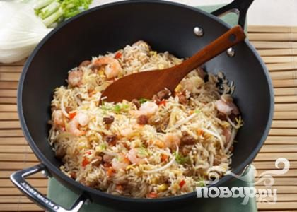 Рис с овощами, укропом и креветками