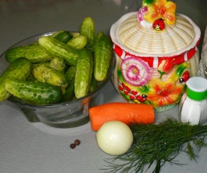 Рецепт Маринованные огурцы с морковкой на зиму