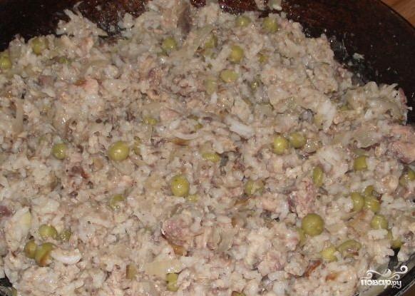 Пирог из слоеного теста с рыбными консервами - фото шаг 4