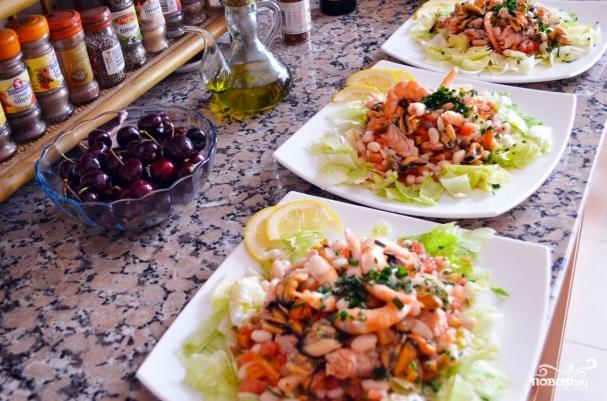 Салаты с рыбой и морепродуктами - фото шаг 10