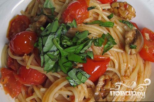 Спагетти с томатами и оливками в маслинном соусе