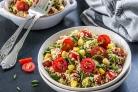 Салат с киноа и помидорами