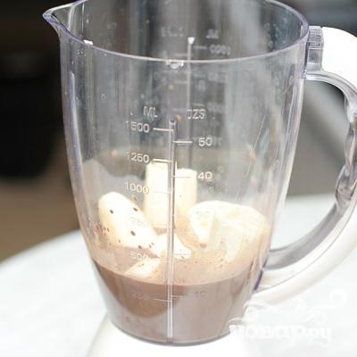 Шоколадно-ягодный милк-шейк - фото шаг 2