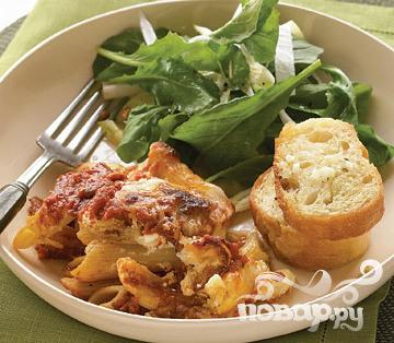 Рецепт Запеченная паста с салатом и чесночным хлебом