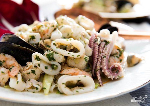 """Салат из морепродуктов """"Морской коктейль"""""""